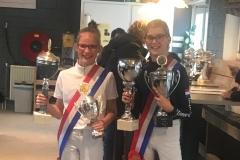 De kampioenen Esmee en Daniek